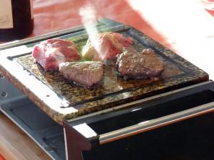 Zubereitung von Rindfleisch auf dem Heißem Stein.