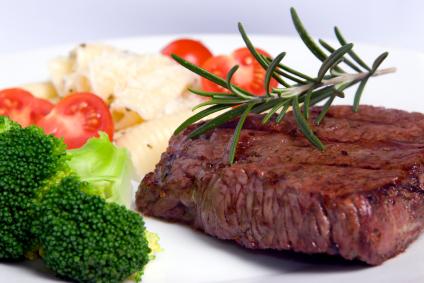 Verzehrfertiges Raclette Fleisch - Steak heißer Stein